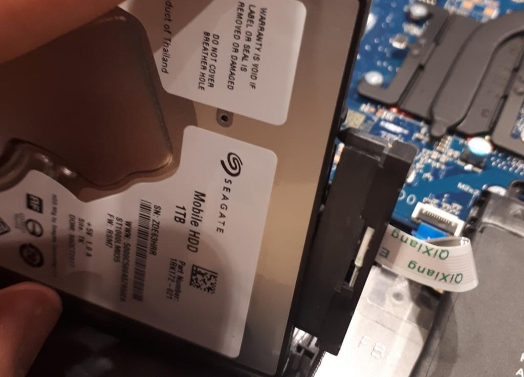 débrancher câble sata du disque dur